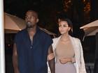 Após figurino ousado, Kim Kardashian usa look comportado para badalar