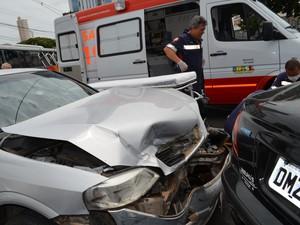 Acidente aconteceu em cruzamento em Piracicaba (Foto: Fernanda Zanetti/G1)