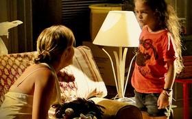 Carminha discute com Rita e a jovem enfrenta a madrasta