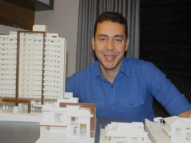 Arquiteto já produziu dezenas de maquetes com impressora 3D (Foto: Adriana Pellegrino/G1)