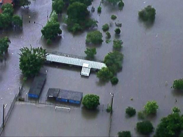 Chuva causa alagamentos na Zona Leste de SP nesta quarta-feira (Foto: Reprodução/TV Globo)