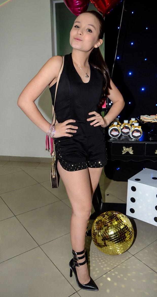 A estilosa Larissa Manoela (Foto: Eduardo Martins / Azzi Agency / Divulgação)