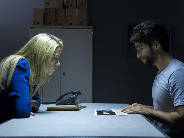 Edu é muito sarcástico em conversa com Vera (Foto: Estevam Avellar/TV Globo)