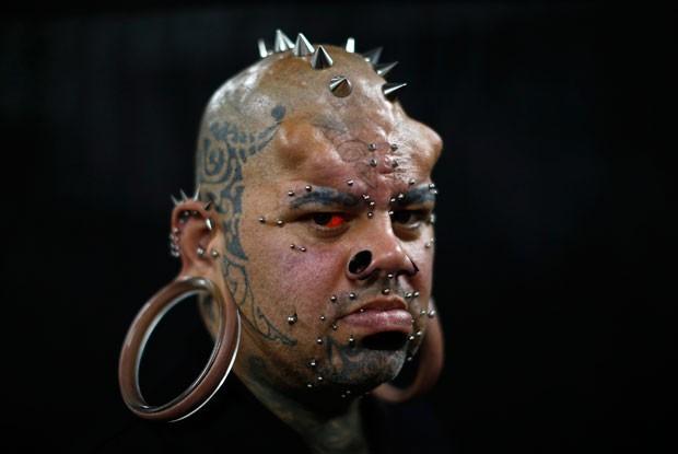 Kala Kaiwi tem argolas de 10,9 centímetros de diâmetro nas orelhas (Foto: Jorge Silva/Reuters)