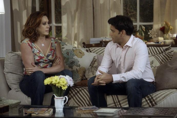 Salete tenta convencer Bruno de ficar com Jéssica (Foto: TV Globo)
