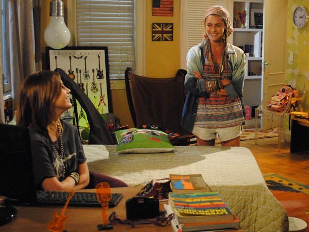 Valentina se faz de amiguinha e pergunta se pode ligar pra Lia mais tarde. Que cara de pau! (Foto: Malhação / Tv Globo)