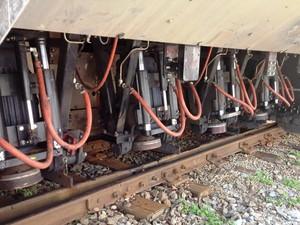 Esmeris instalados em vagão corrigem imperfeições e aumem vida útil dos trilhos (Foto: Ricardo Welbert/G1)