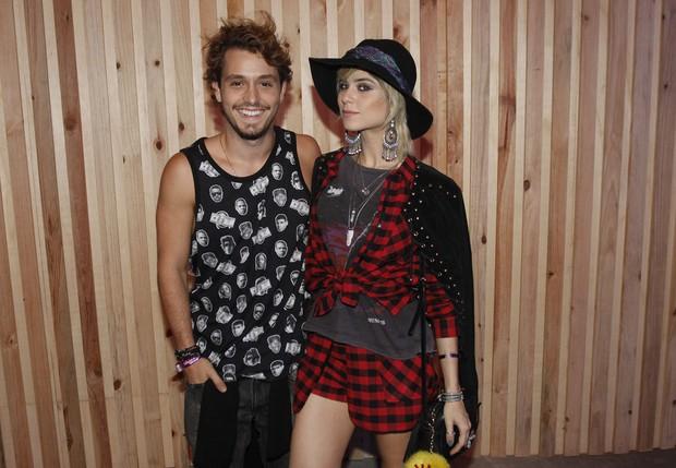 Christian Monassa e Julianne Trevisol no Lollapalooza (Foto: Celso Tavares/EGO)
