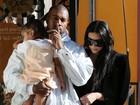 Kanye West pede silêncio para fotógrafo não acordar North West