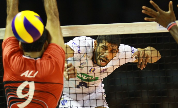 Wallace Cruzeiro x Al-Rayyan Mundial (Foto: Divulgação/FIBV)