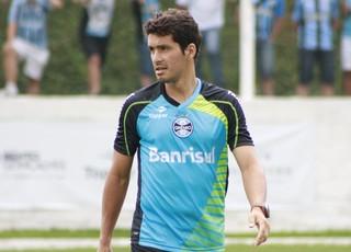 Riveros, volante do Grêmio (Foto: Diego Guichard)