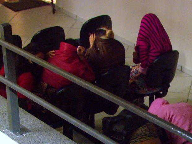Cerca de 30 mulheres foram levadas para prestar depoimento no Ministério do Trabalho (Foto: Wilson Aiello/EPTV)