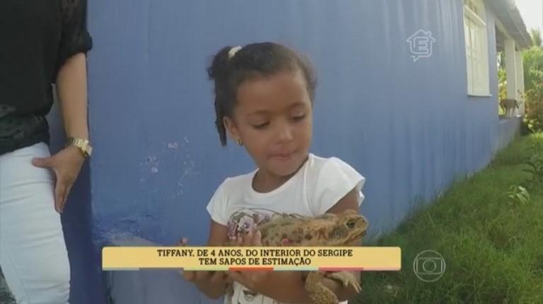 Tíffany com o bicho de estimação Dudu (Foto: Divulgação/TV Sergipe)