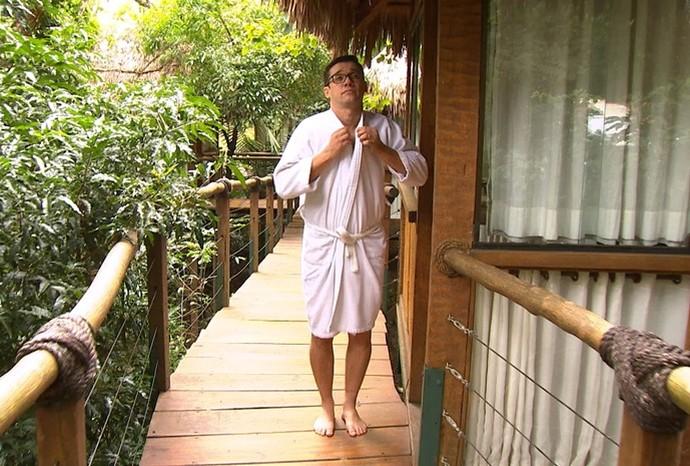 Marcão tirou um momento relax durante as gravações (Foto: Reprodução / TV TEM)