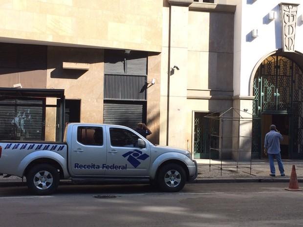 A Polícia Federal e a Receita Federal cumprem, desde às 5h30 desta quinta-feira (22), mandados de busca e apreensão em nova fase da Operação Lava Jato (Foto: Fernanda Rouvenat / G1)