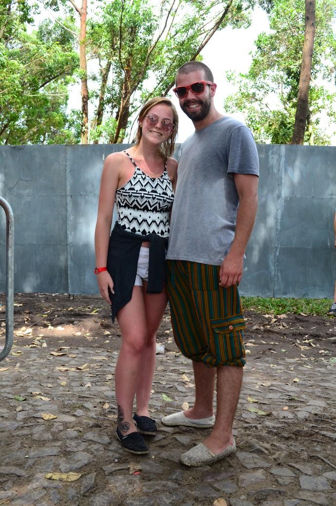 Rafaela Boff, 19 anos, e o namorado Glederson Caveglion, de 24, apostaram em alpargatas (Foto: Igor Grossmann/RBS TV)