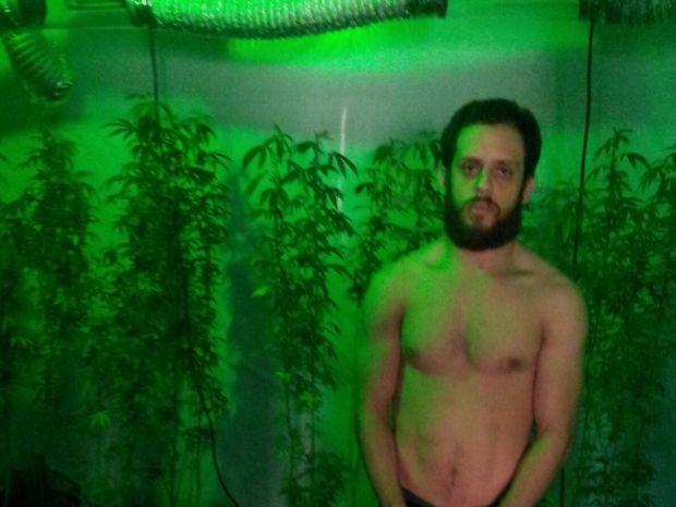 Raphael de Andrade fazia cultivo de maconha em sua própria casa (Foto: G1)