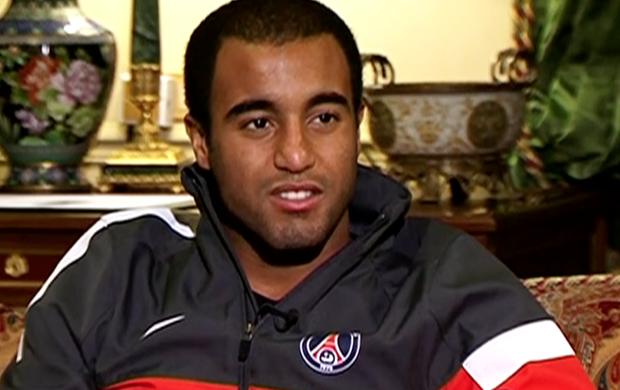 Lucas, meia do PSG, concede entrevista em Paris (Foto: Reprodução/SporTV)