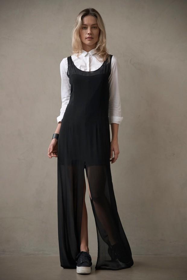 A modelo Patricia Beck ensina como combinar a mesma blusa branca social em diferentes looks (Foto: Divulgação)