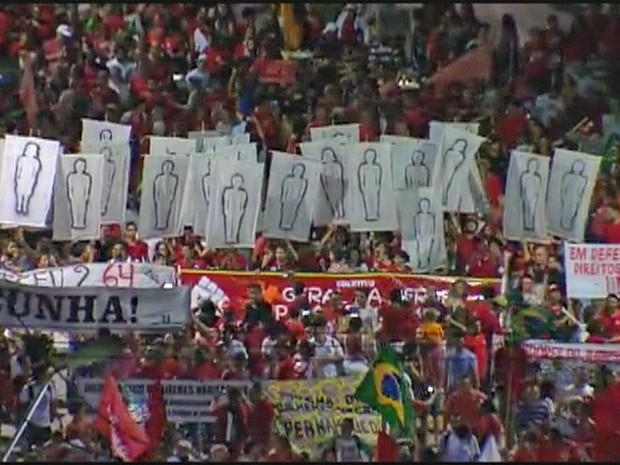 Ato no Recife relembra também desaparecidos durante o regime militar (Foto: Reprodução/TV Globo)