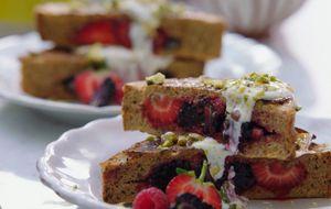 """""""Rabanada"""" saudável com recheio de frutas vermelhas"""