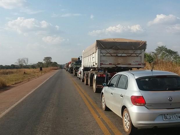 Trecho da BR-153 está parcialmente interditado e o trânsito está lento (Foto: Divulgação)