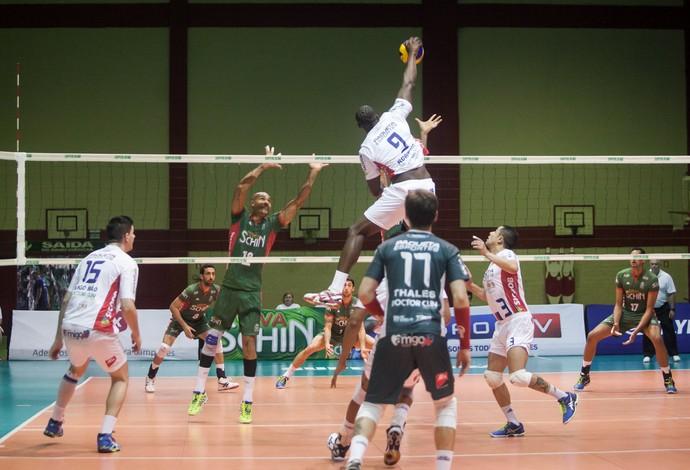 Voleisul e Campinas jogaram pela Superliga (Foto: Daniel Nunes / Voleisul/Paquetá Esportes)