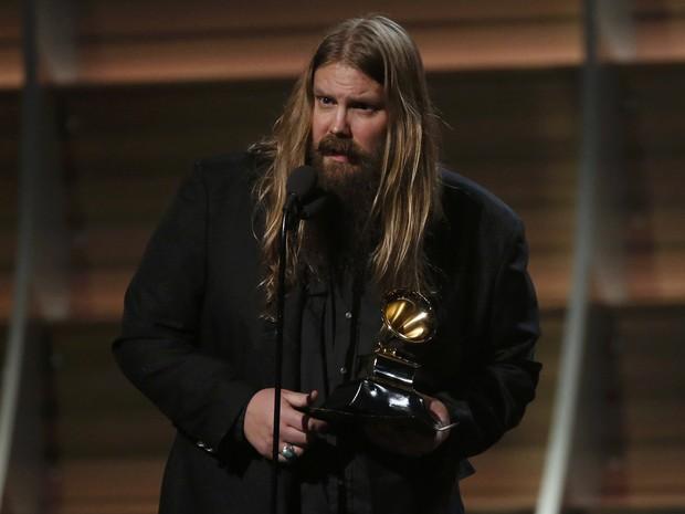 O cantor Chris Stapleton agradece seu segundo Grammy da noite com o melhor álbum de rap (Foto: Mario Anzuoni/Reuters)