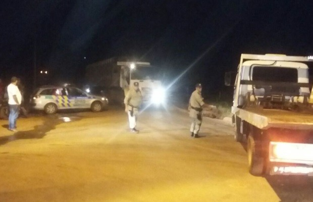 Quatro suspeitos morrem em troca de tiros com PM após tentativa de roubo em Goiás (Foto: Keissiane Seabra/TV Anhanguera)