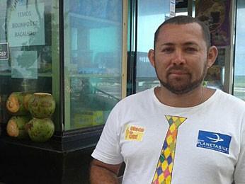 Comerciante presencionou ataque de tubarão a turista, em Boa Viagem (Foto: Priscila Miranda / G1)