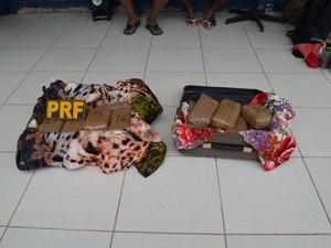 27,30 KG de drogas são apreendidos pela PRF (Foto: Ana Carolina Maia G1/Santarém)