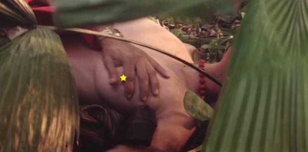 Bárbara Evans e Cauã Reymond em cenas quentes de Dois Irmãos (Foto: Reprodução / Globo)