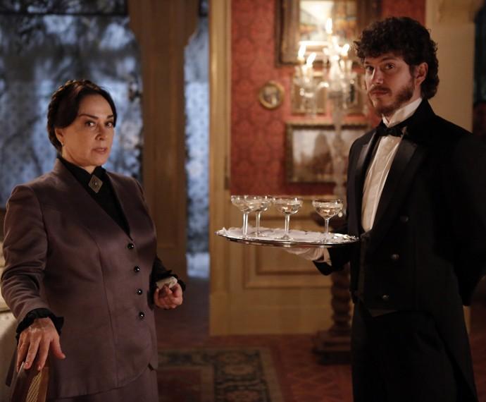 Zilda e Afonso trabalham no casarão da Condessa Vitória  (Foto: Fábio Rocha/Gshow)