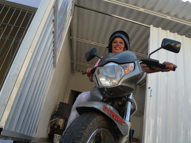 Piracicaba tem moto táxi exclusivo para mulheres (Foto: Thomaz Fernandes/G1)