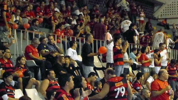 torcida Flamengo basquete jogo Palmeiras (Foto: Leo Velasco )