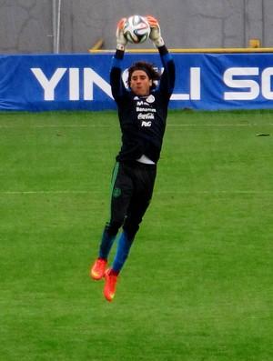 Ochoa méxico treino (Foto: Marcelo Hazan)