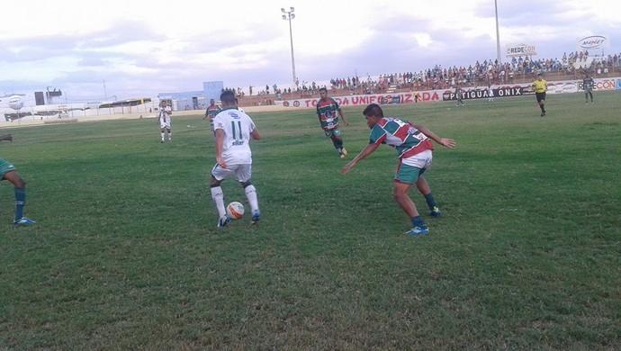 Santa Cruz-RN e Baraúnas empatam pelo Campeonato Potiguar (Foto: Carlos Guerra/Divulgação)
