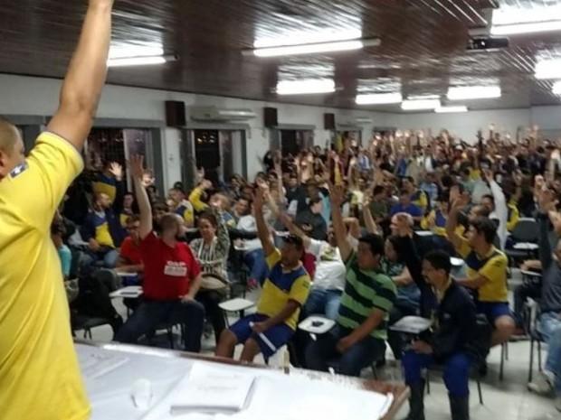 Trabalhadores decidiram em assembleia na quarta entrar em greve (Foto: Sintect-SC/Divulgação)