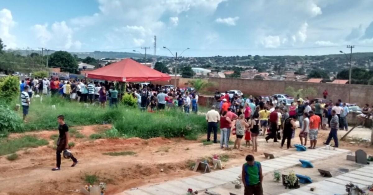 Corpos dos três parentes de PM mortos a tiros são enterrados em GO - Globo.com