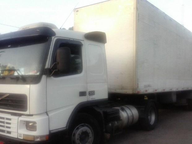 Material apreendido estava sendo transportado em uma carreta fechada (Foto: Divulgação/PRF-MA)