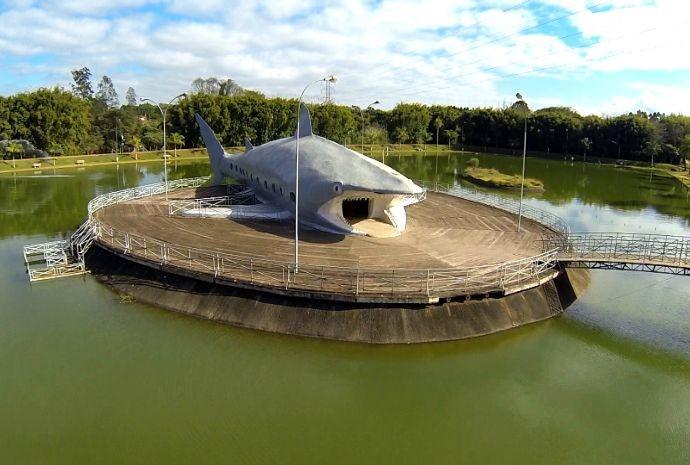 Em Buri, Parque Aquático tem 'tubarão' de dar medo (Foto: Reprodução / TV TEM)
