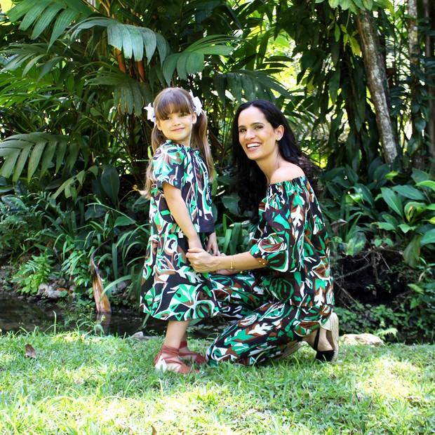 Gisa Pecego e sua filha são garotas-propaganda da coleção-cápsula (Foto: Divulgação)