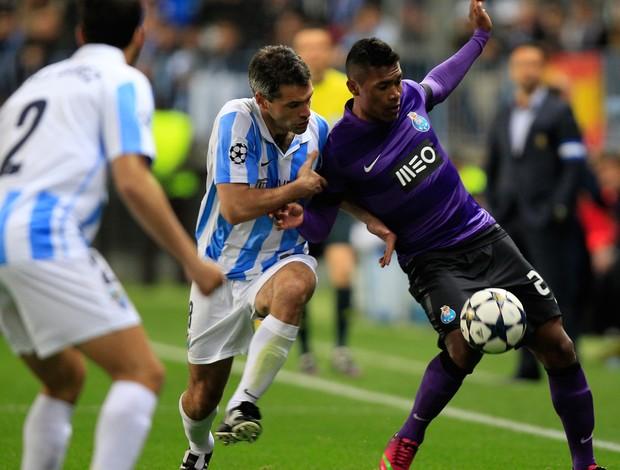 Toulalan e Alex Sandro, Málaga x Porto (Foto: Reuters)