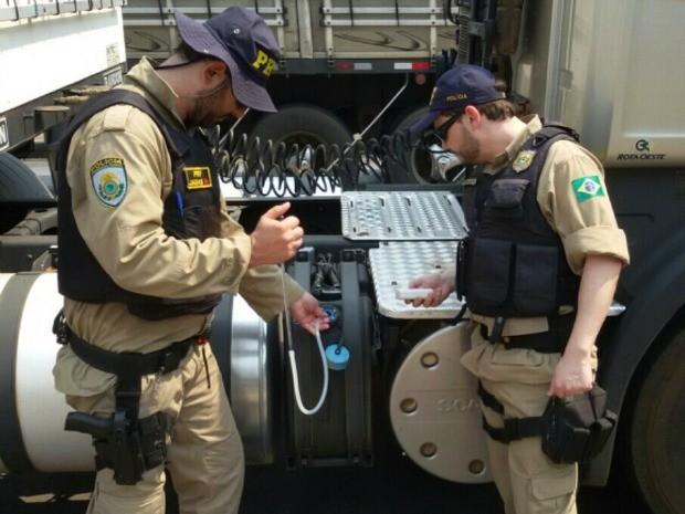 Irregularidade em Arla 32, líquido automotivo, também é crime ambiental (Foto: Divulgação/PRF-MT)
