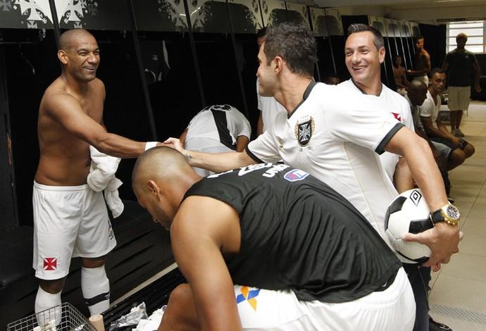 Falcão, Rodrigo e Doriva no vestiário do Vasco (Foto: Marcelo Sadio/vasco.com.br)