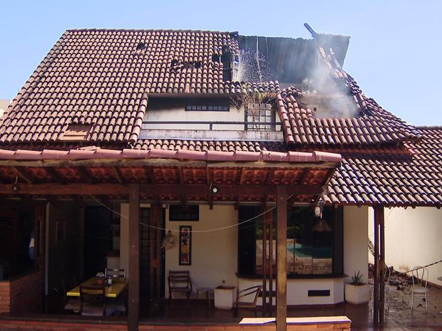 Incêndio Santa Mônica Uberlândia (Foto: TV Integração/Reprodução)