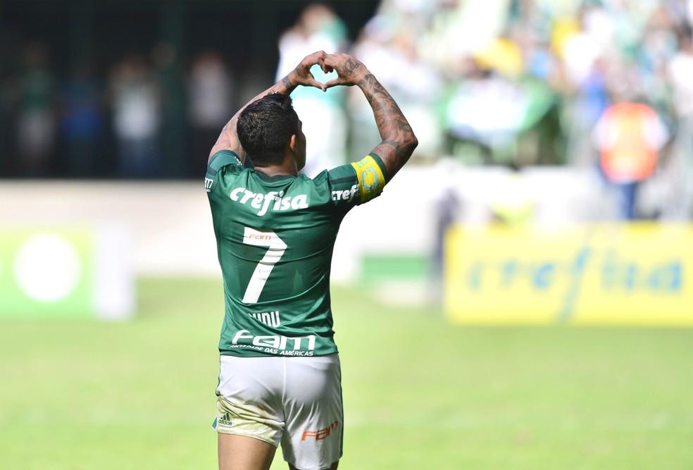 Dudu festeja o segundo gol do Palmeiras (Foto: Marcos Ribolli)