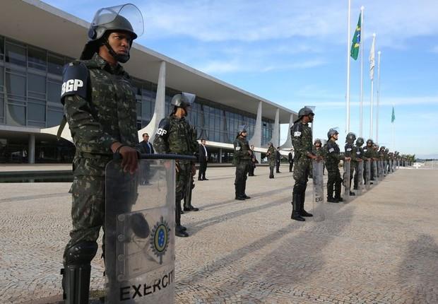 Soldados da Força Nacional reforçam a segurança em Brasília (Foto: Valter Campanato/Agência Brasil)