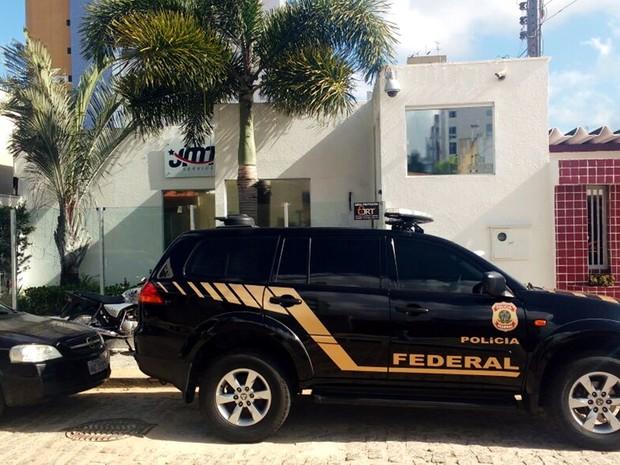 Polícia Federal investiga escritório da empresa  (Foto: Ítalo di Lucena/Inter TV Cabugi)