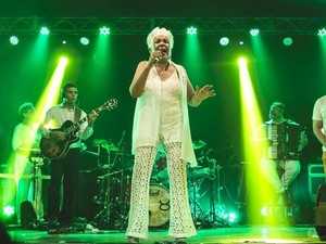 A cantora Loalwa Braz, vocalista do grupo Kaoma (Foto: Reprodução/Facebook/Kaoma)